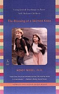 The Blessing of a Skinned Knee: Using Jewish Teachings to Raise Self-Reliant Children Cover
