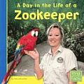 Day in the Life of a Zookeeper (Community Helpers at Work)