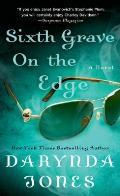 Charley Davidson #6: Sixth Grave on the Edge