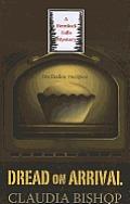 Dread on Arrival (Large Print) (Hemlock Falls Mysteries)