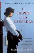 El Tiempo Entre Costuras = The Time Between Seams (Bestseller Internacional)